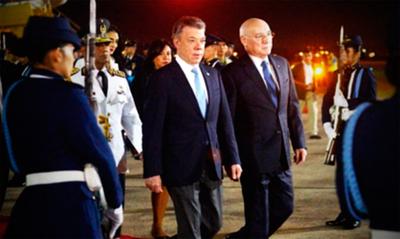 Loizaga contraataca a Samper por criticar al Paraguay