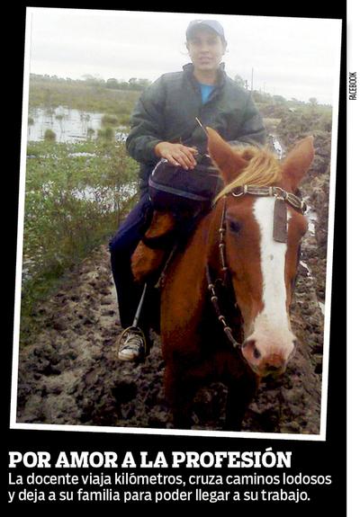 Docente recorre 9 km a caballo hasta escuelita
