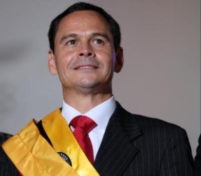 Gobernador chavista prohíbe marchas