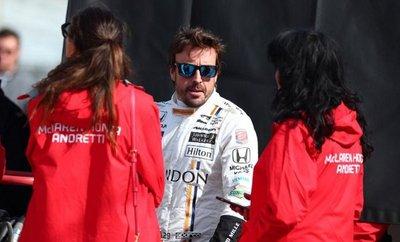 Alonso le toma el pulso a la pista de Indianápolis