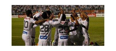 Santos gana un duro partido ante Santa Fe en casa y sigue líder