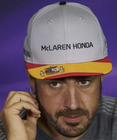 Alonso duró dos vueltas en los ensayos