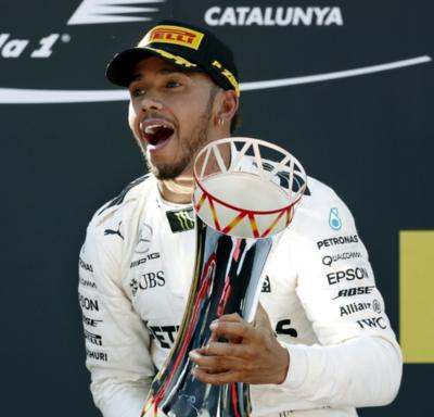F1: Hamilton vence con estrategia de Mercedes