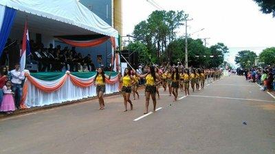 Colorido desfile en Curuguaty
