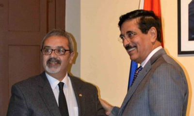 Ministro de la SNC con representante de Qatar