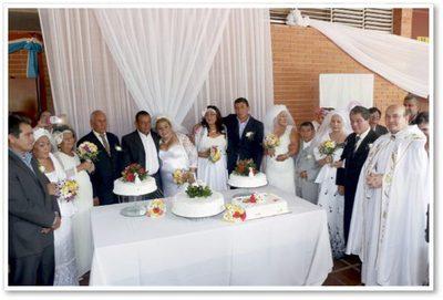 Emotiva boda de pacientes que luchan contra el cáncer