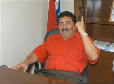 Político recusa a juez para dilatar juicio oral