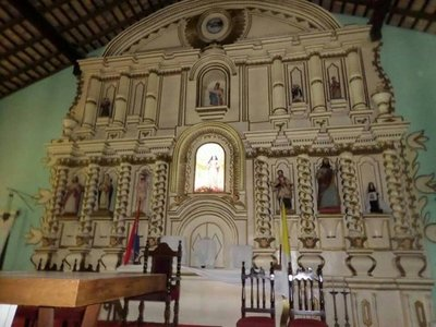 Roban santo antiguo en Caapucú