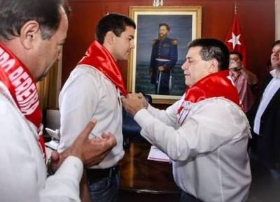 Cartes ya les comunicó a sus senadores que Santiago Peña será el candidato de Honor Colorado