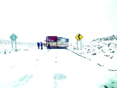 Tormenta empeora y hay más de 60 vehículos varados en los Andes