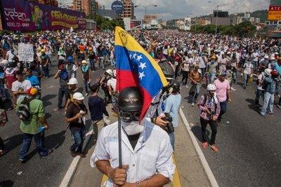 La batalla política en Venezuela también se libra en la televisión