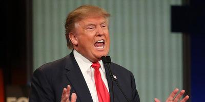 """Trump acusa a medios de """"fabricar"""" noticias"""
