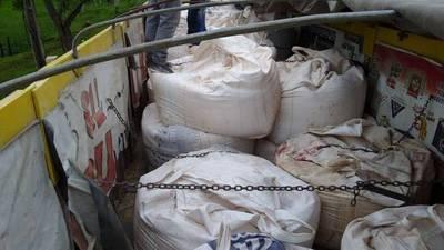 Incautan camión con 32 mil kilos de cal en puesto aduanero