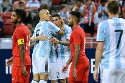 Argentina se pasea ante el seleccionado de Singapur