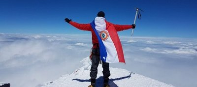 La bandera paraguaya ondea en lo más alto de Europa