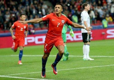 Sánchez, máximo goleador de la Roja
