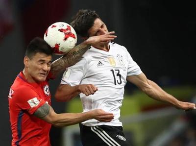 Chile y Alemania empatan en entretenido juego