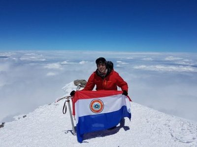 El paraguayo Camilo Román logra histórico ascenso