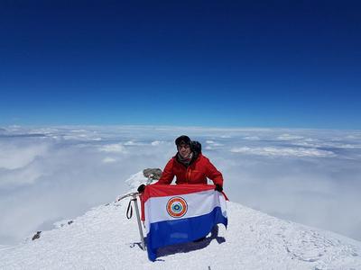La bandera paraguaya llegó en lo más alto de Europa