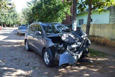 Asistente fiscal ebrio ocasiona grave accidente