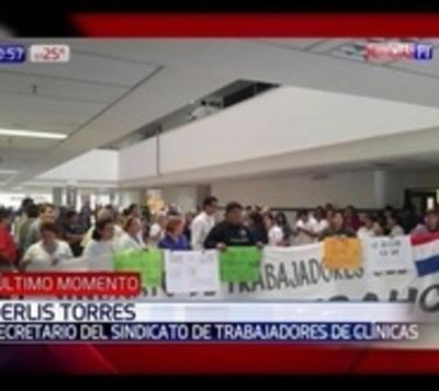 Manifestación en el hospital de Clínicas por los reportes presupuestar