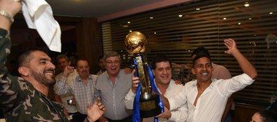 Horacio Cartes y el íntimo festejo del club Libertad