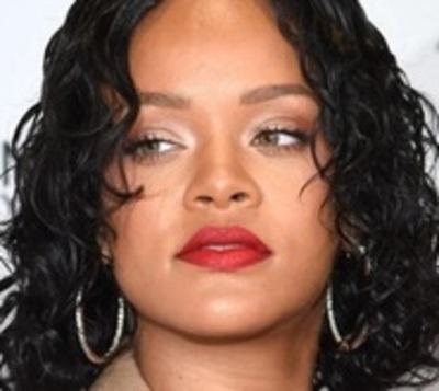 Captan a Rihanna a los besos con un millonario saudí