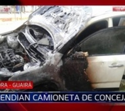 Incendian camioneta de concejal departamental de Guairá