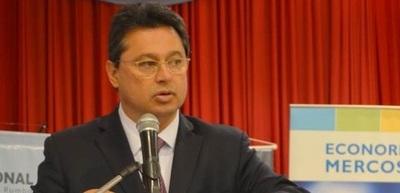 Ministro criticó a ABC por querer frenar millonaria inversión en el Este