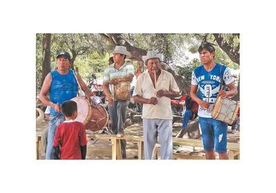 Muestra fotográfica sobre el   arete guasu   de los guaraníes