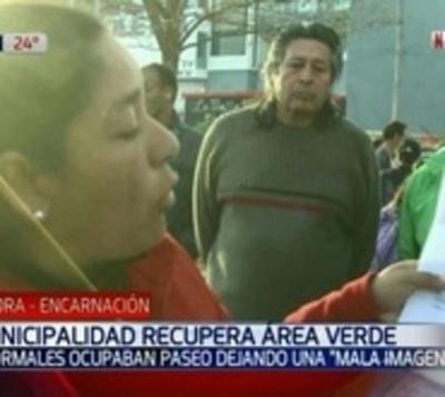 Encarnación: Desalojan a vendedores informales y recuperan área verde