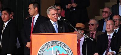 La clase política fue blanco de críticas en acto oficial de Expo