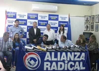 Pakova, Víctor Ríos, Tio Salu y Carlos Portillo inscribieron la Plataforma 'Alianza Radical'