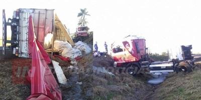 CAMIÓN TRANSPORTADOR VOLCÓ A LA ALTURA DEL CRUCE KIMEX