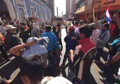 Además del caos en tránsito los manifestantes ya generan pérdidas a los comerciantes