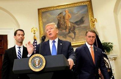Trump elabora un plan para recortar  la inmigración legal