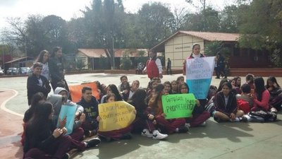 Varios colegios en Cuidad del Este realizan sentanta