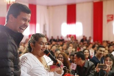 Peña chatea y aprende guaraní con el permiso de su señora