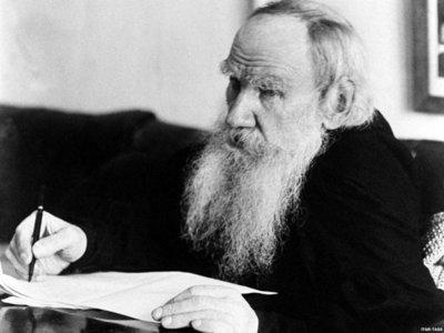 Construyen retrato poliédrico de Tolstói