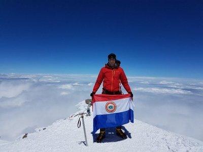 Montañista paraguayo insta a asumir riesgos para llegar a la meta