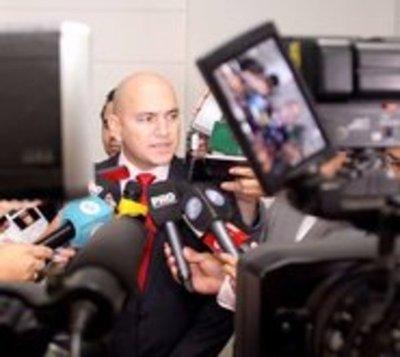Crimen en PLRA: Ministro niega supuesto soborno a policía