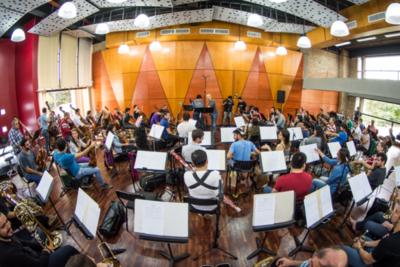 La Orquesta Sinfónica, Berta y la Policía en banda sonora de Los Buscadores