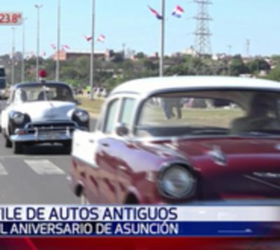 Flamantes autos antiguos desfilaron por la Costanera