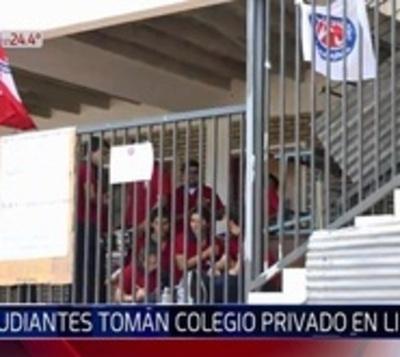 Alumnos toman colegio en Limpio y piden restitución de directora