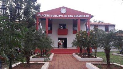 Herederos acusan a intendente de retener documentos