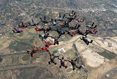 Paracaidistas paraguayos baten récord nacional
