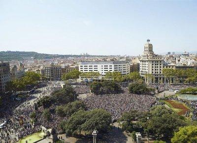 Barcelona  recupera su normalidad  con una gran presencia policial