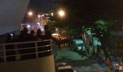 Cientos de azulgranas se quedaron afuera con entrada en mano