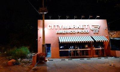 Encapuchados robaron un Citymarket en Villa Elisa