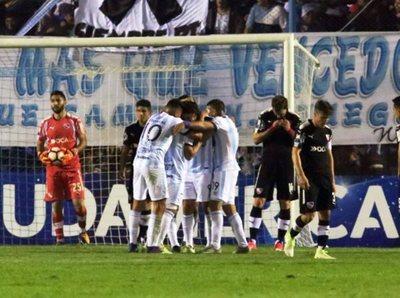 Tucumán sacó una leve diferencia en la ida